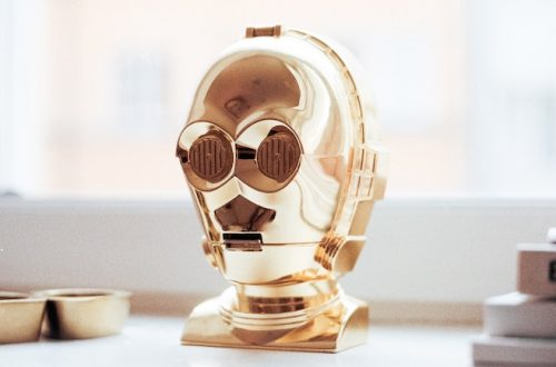 Goldener Roboter Kopf