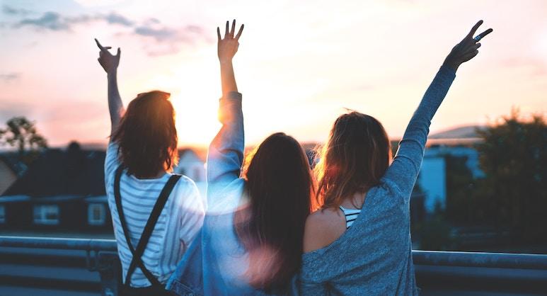 liebe Menschen im Sonnenuntergang